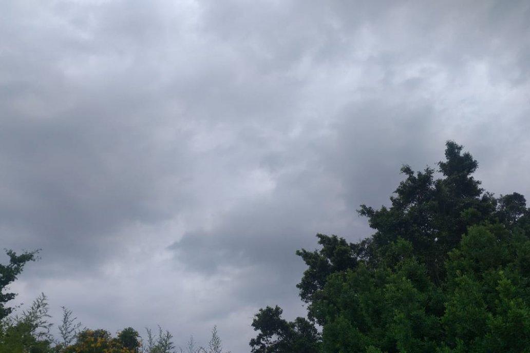 Mucha nube, poca agua. Así está el cielo entrerriano este sábado.