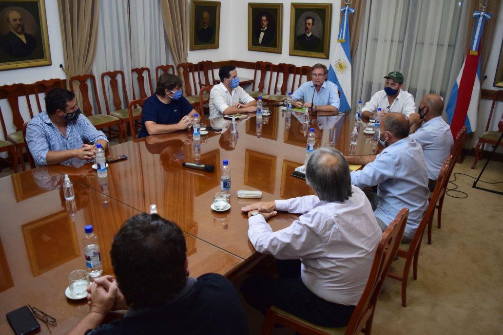 Los dirigentes de la entidades con Bahillo en la sede de gobierno.