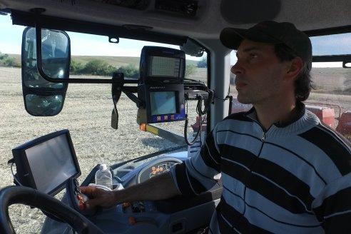 Ariel Svemer - Servi Parts Agromaquinas - Demostración de la sembradora Súper Walter en campos de Celina